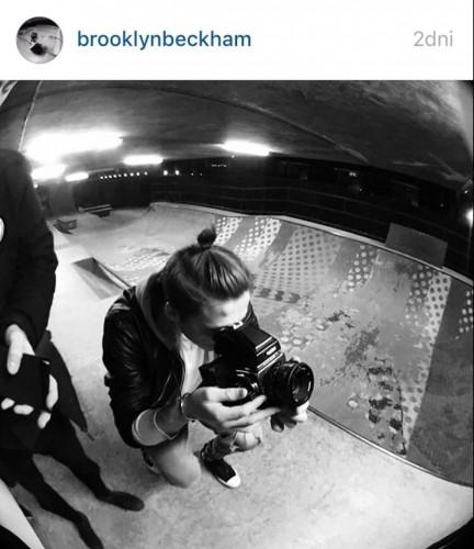 brooklyn-beckham-burberry-2-tematmoda